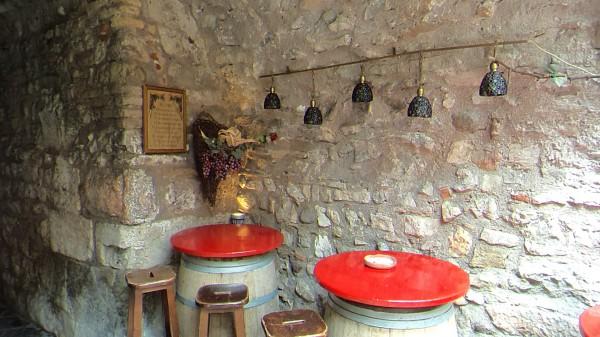 kleine Bar im Hinterhof - Sony TF 1 - smartcamnews.eu
