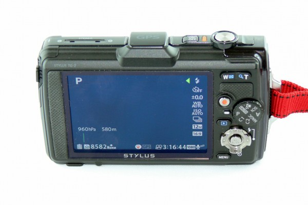 Olympus TG-2 - Outdoor Kamera - Back_Side mit aktiven Display