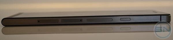 rechte Seite mit microSIM und microSD Slot