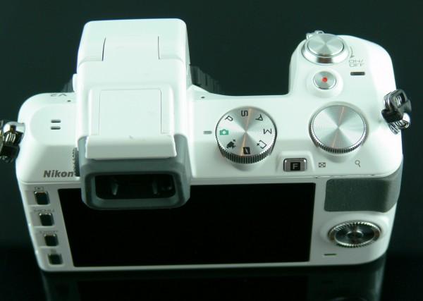 Nikon 1 V2 - Ansicht Oben mit Display und Bedienteile - smartcamnews.eu