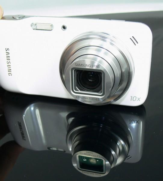 Smartphone oder Kamerahandy? Die Samsung Galaxy S4 Zoom im Alltagstest.