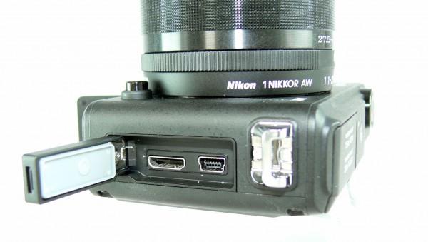 Nikon 1 AW1 - HDMI und Strom - smartcamnews