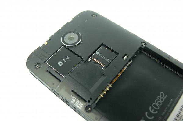 SIM_Card, MircoSD, Akku Schacht - HTC Desire 300 - smart-tech-news.eu