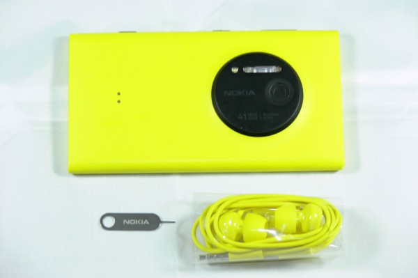 Unboxing - Nokia Lumia 1020 - smartcamnews