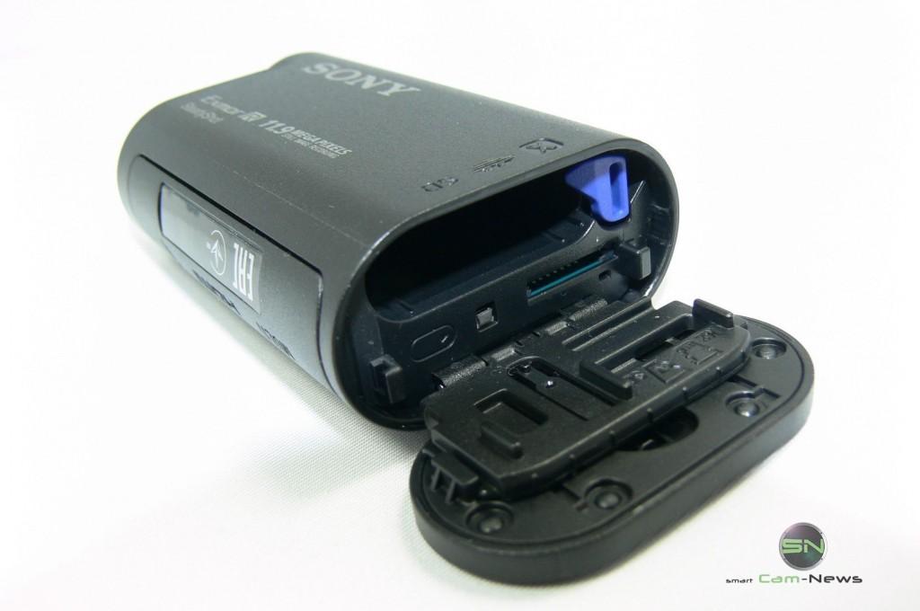 Akku und SD Einschub - Sony HDR AS30V - SmartCamNews
