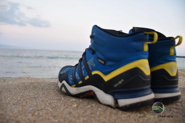 Schuhe aus ab ins Meer - Nikon D5500 Barcelona - SmartCamNews