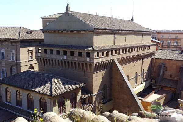 Rom Kirchenschiff mit Gräber, Sony HX400V, SmartCamNews