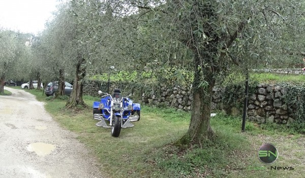 Das Trike unterm Olivenbaum - Gardasee - Sony X1000V - SmartCamNews