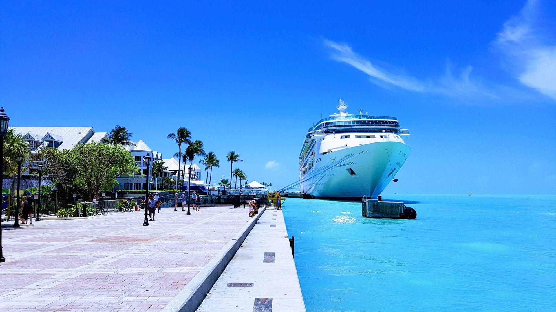 Schiff im karibischen Meer Panasonic FT5